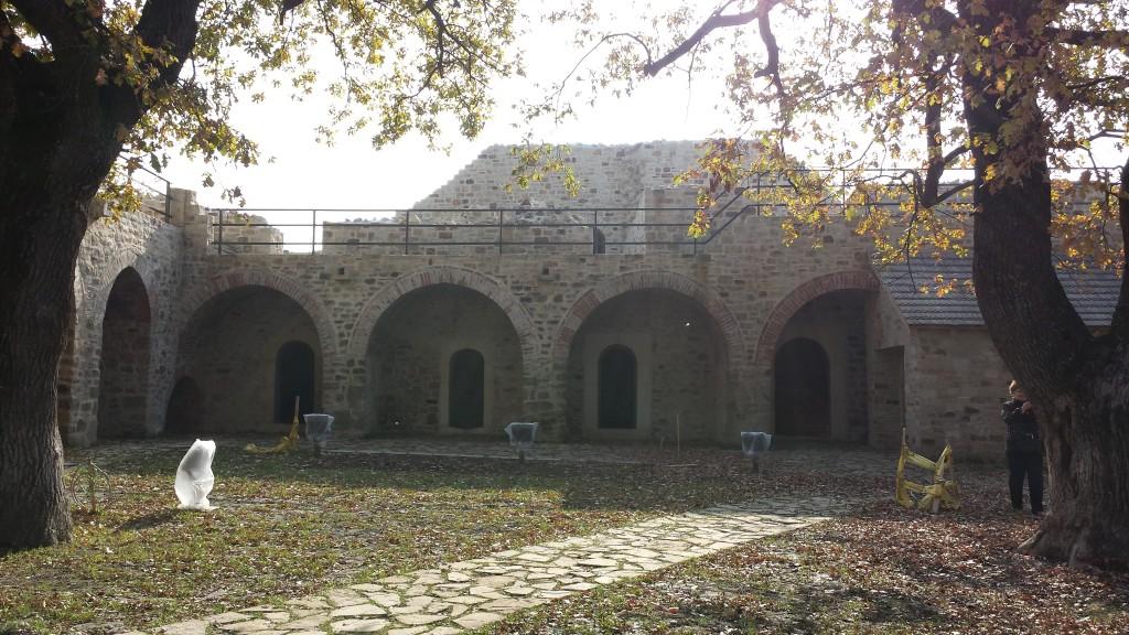 Imagine curte interioara Cetatea de Scaun Suceava
