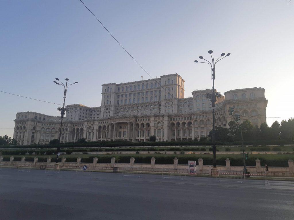 unde se afla palatul parlamentului