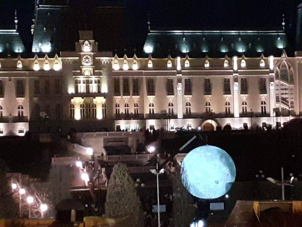 Palatul Culturii si luna